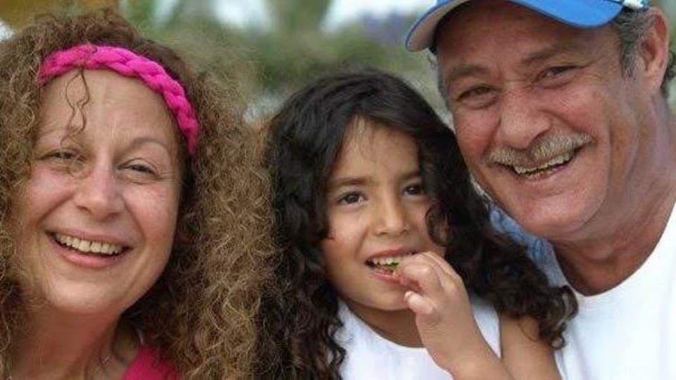 لينا أحمد الفيشاوي مع جدها وجدتها